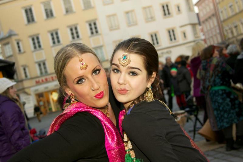 Bollywood tanz auf Max-Josef-Platz Rosenheim